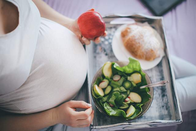 """吉娜孕期秀身材被批,孕妇不必追求""""以瘦为美"""",健康才最重要"""