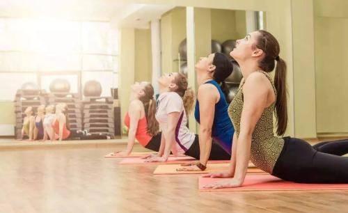 享乐瘦分享肩膀伸展操,驱散寒气,改善代谢促进睡眠