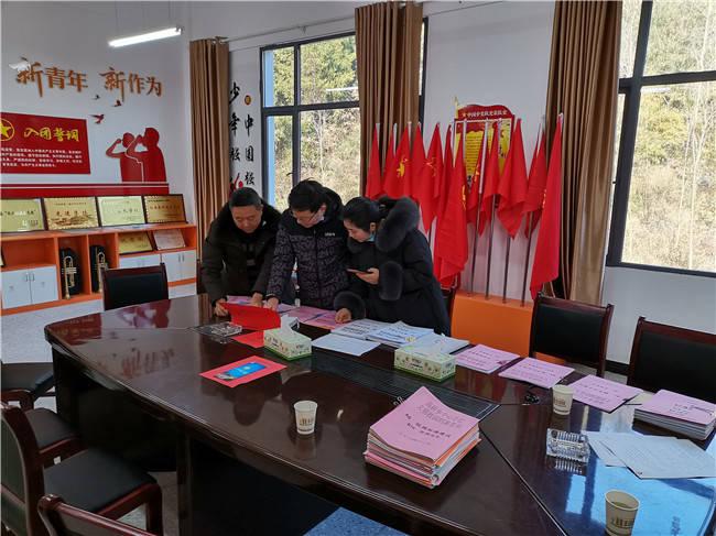 兴山县高桥乡中心学校迎接文明校园创建工作评估检查
