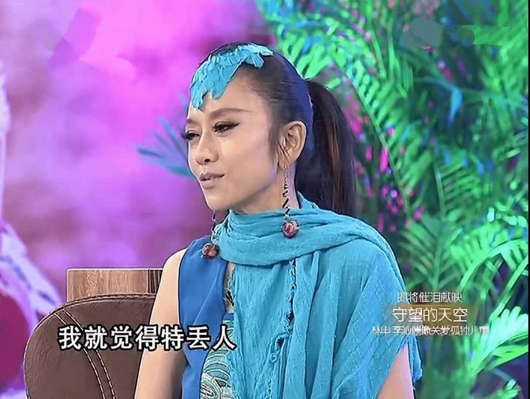 62岁杨丽萍不结婚生子,指甲太长不便搀扶老母亲,为了跳舞放弃这些值得吗  第12张