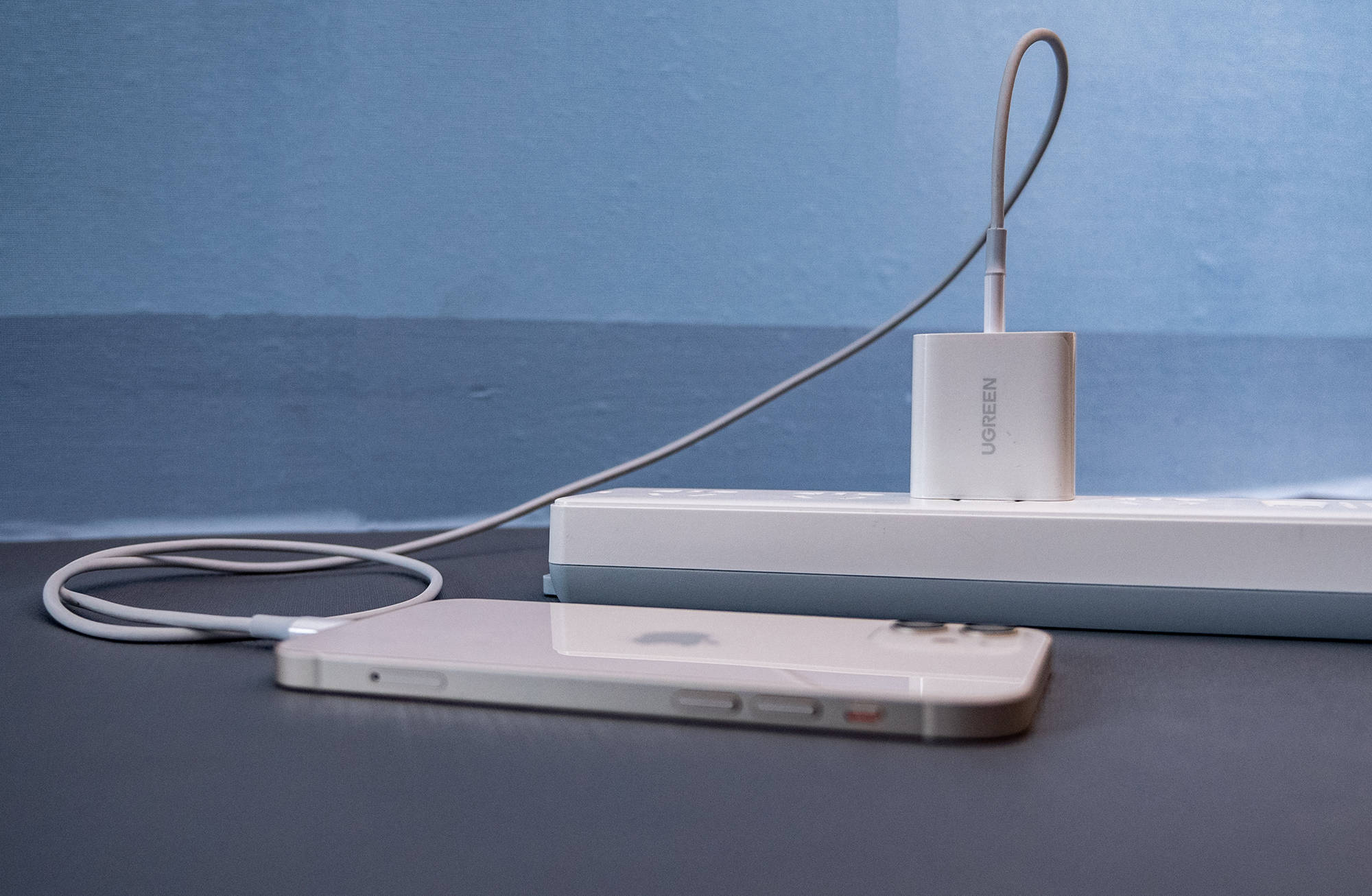 原创             还是苹果会玩,要改用苹果笔记本为手机充电?网友评论炸了