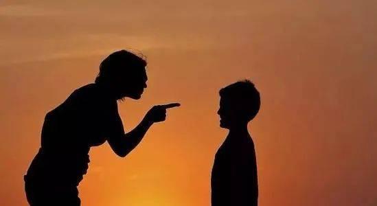"""中小学教育原有的纪律规则对教师来说是""""手铐""""还是""""魔咒""""?"""