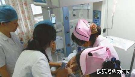 半岁的女童小肠全部坏死,送医检查得知原因,宝妈怒扇婆婆  第3张