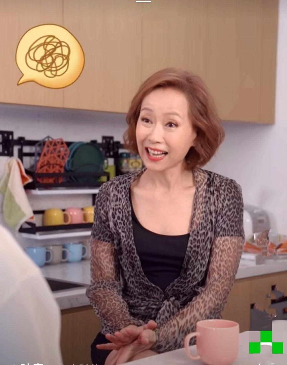 原创             叶童57岁还那么自然,并不是没皱纹才漂亮,没必要刻意修图装嫩!