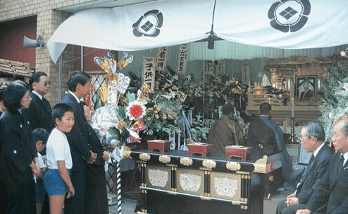 把骨灰送上天,日本奇葩葬礼爆火:地球已经阻止不了他们了