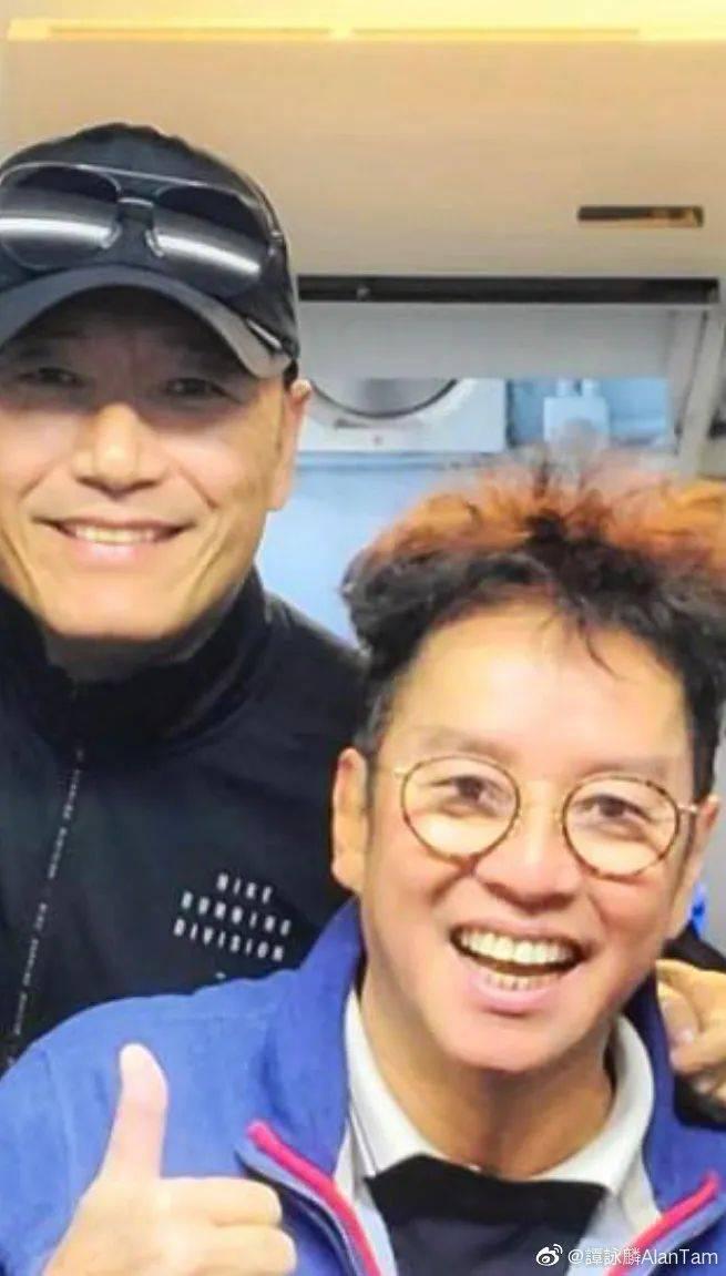 65岁周润发身材挺拔还做按摩师,70岁谭咏麟满头黑发像40岁  第4张
