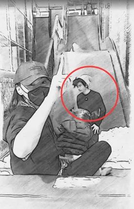 张柏芝13岁儿子留长卷发酷似谢霆锋,揣裤兜动作和他一模一样  第3张