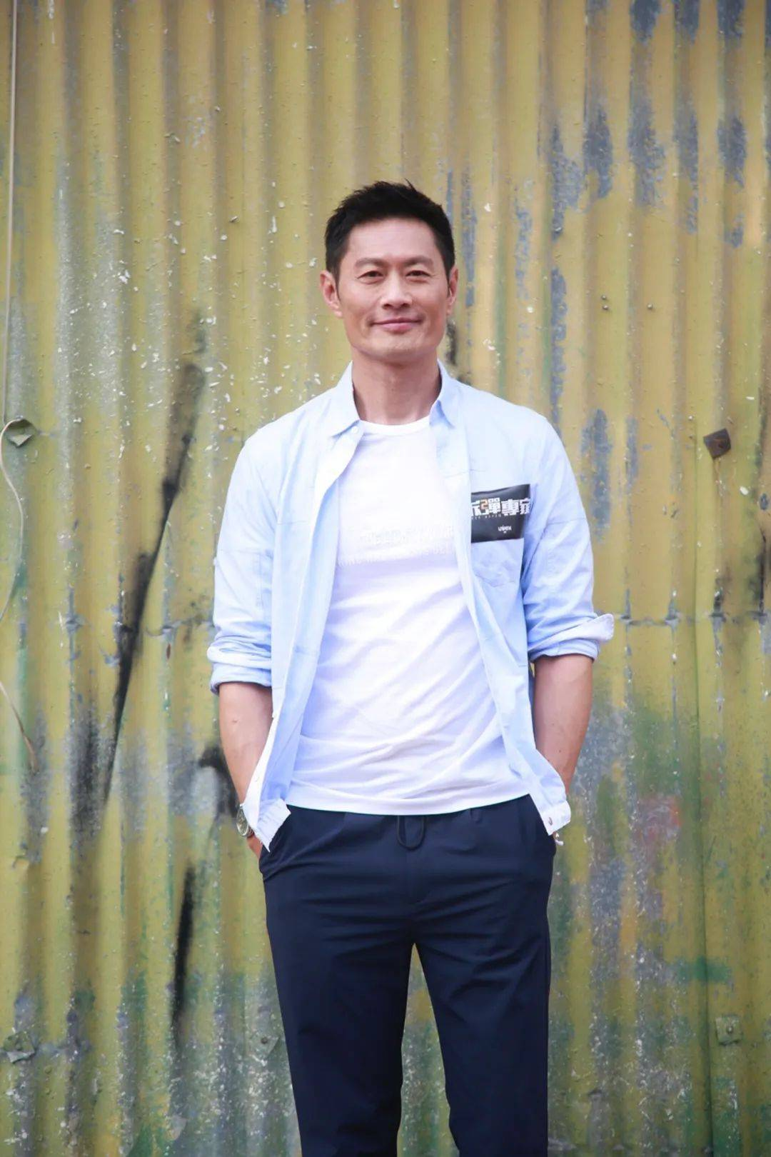 越老越有型!57岁前TVB男星黄德斌重回观众视野,40岁才有代表作  第5张