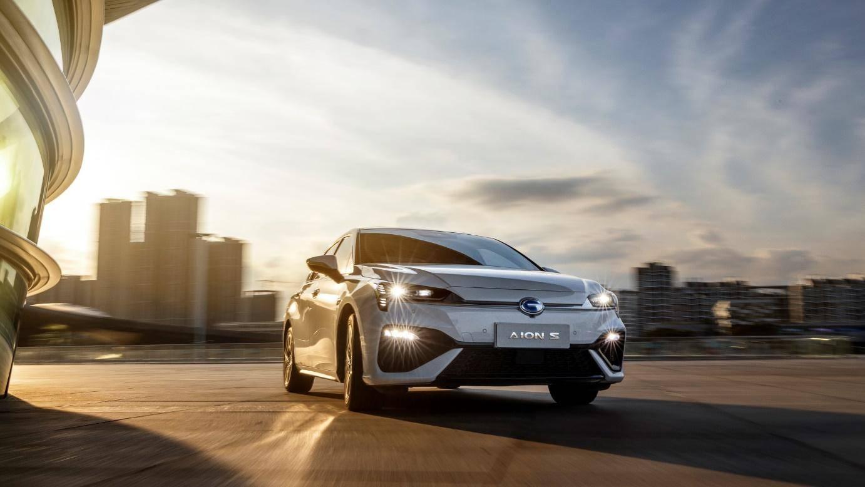 中国品牌轿车销量TOP 10唯一纯电车,AION S强势挺进燃油车市场腹地_新能源