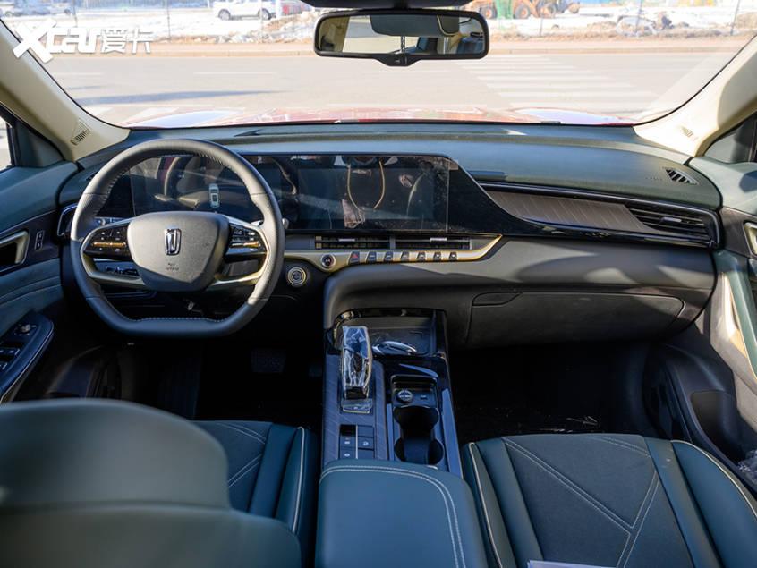 一汽奔腾T55 S内饰涂装有强烈的曝光技术氛围