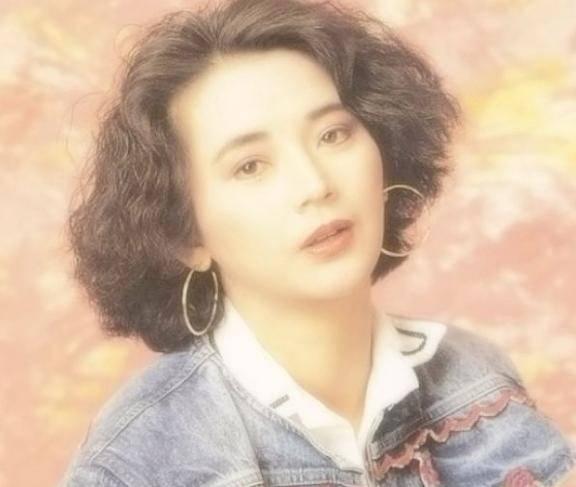 美女明星杨丽菁前后共主演了5部《皇野师姐》系列影戏插图(2)