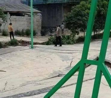 地质塌陷!事发上林县白圩镇,13幢民房受损毁坏