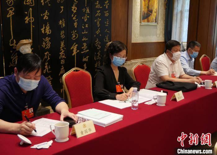 政协委员蔡晓红推介重离子治疗肿瘤 建议纳入医保