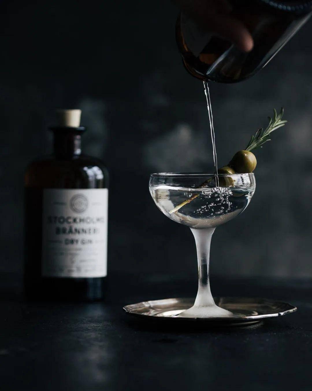 被誉为鸡尾酒之王的Martini