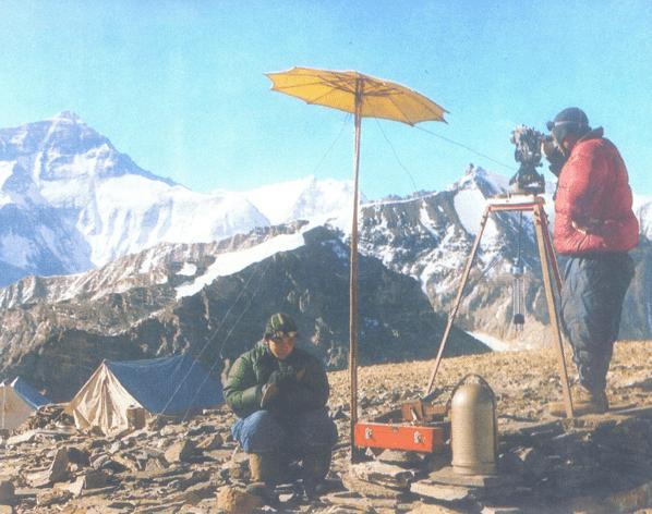 历次测量珠峰闯过的难关:冲顶时遇恶劣天气,营地帐篷被风吹烂