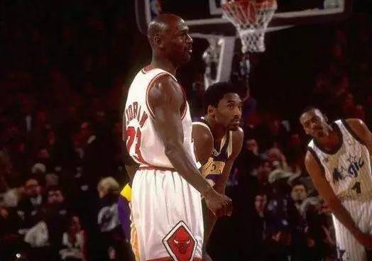 十大NBA巨星的首次全明星之旅:歐尼爾被海軍上將教做人,喬神因一小細節遭到隊友針對!-籃球圈