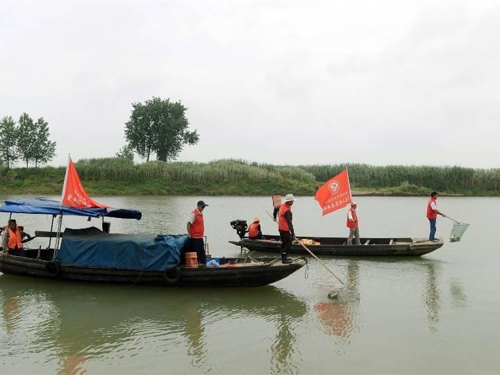 """长江上的渔民环保""""护卫队"""""""