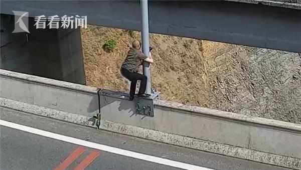 应急|男子高速违停拍照 为找角度爬上60米高大桥护栏