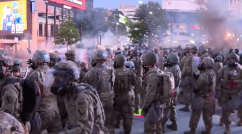 白宫曾想部署万名现役军人平息抗议 军方高层反对