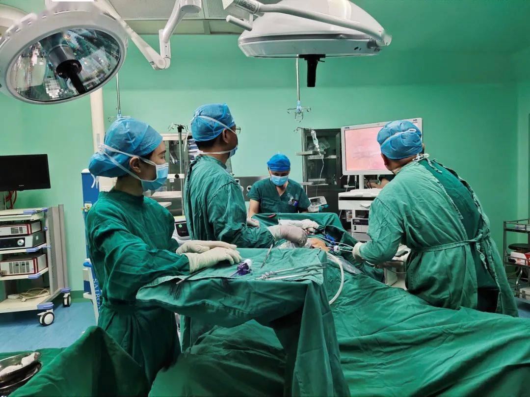 【组团帮扶】龙川县中医院完成首例腹腔镜肝癌根治术,深中医院技术帮扶谱新篇