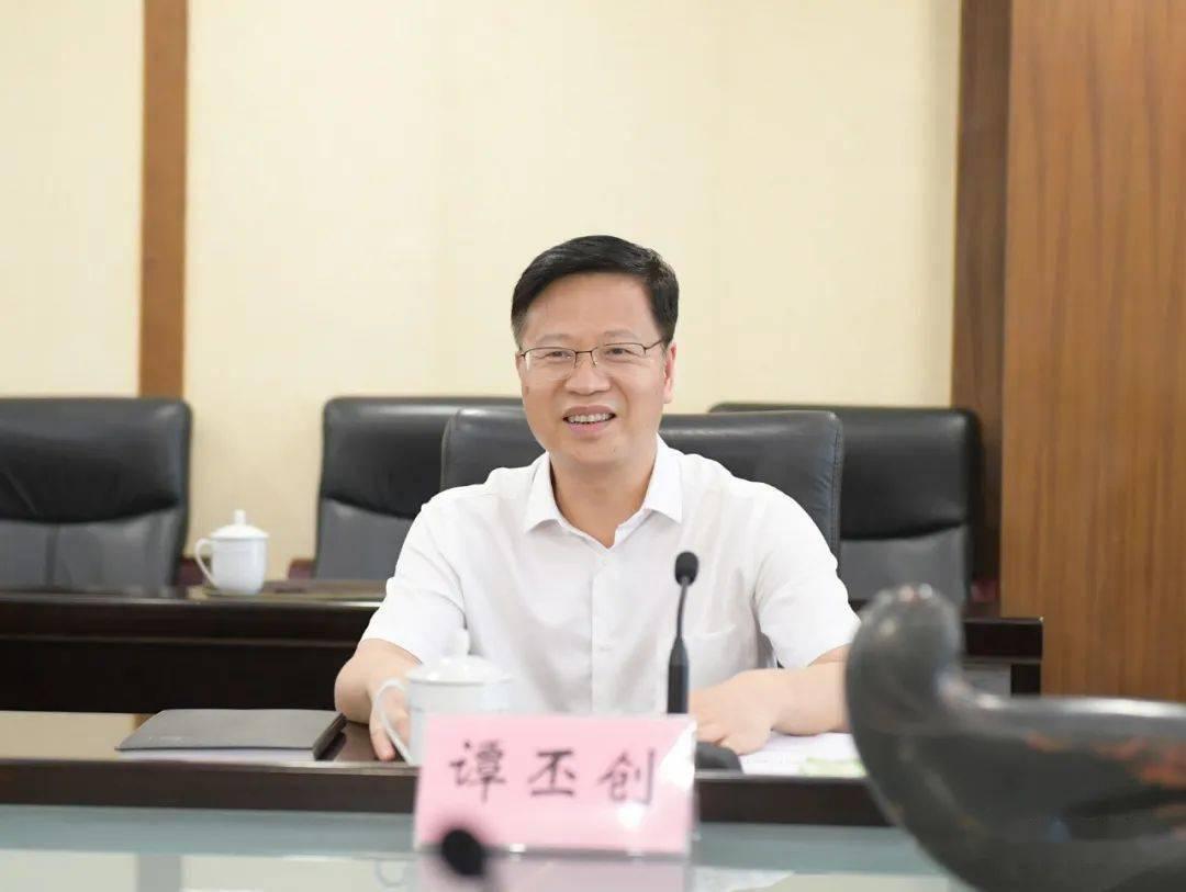 谭必创与中国新高等教育集团董事长刘座