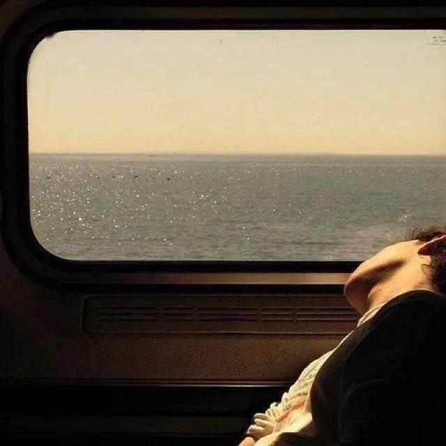 孤单不是因为没有朋友 而是没有人住在你心里