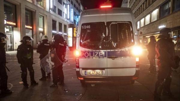 德国斯图加特发生暴力冲突:19名警察受伤,40家店铺被砸_德国新闻_德国中文网