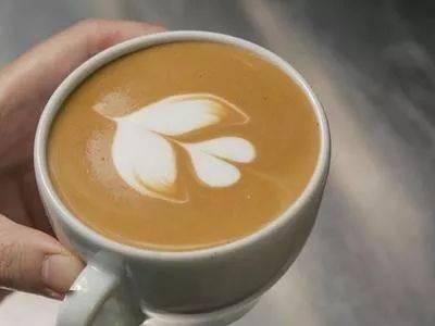 咖啡拉花的时机和原理 | 杯口宽窄、注入高低角度都有影响! 防坑必看 第15张
