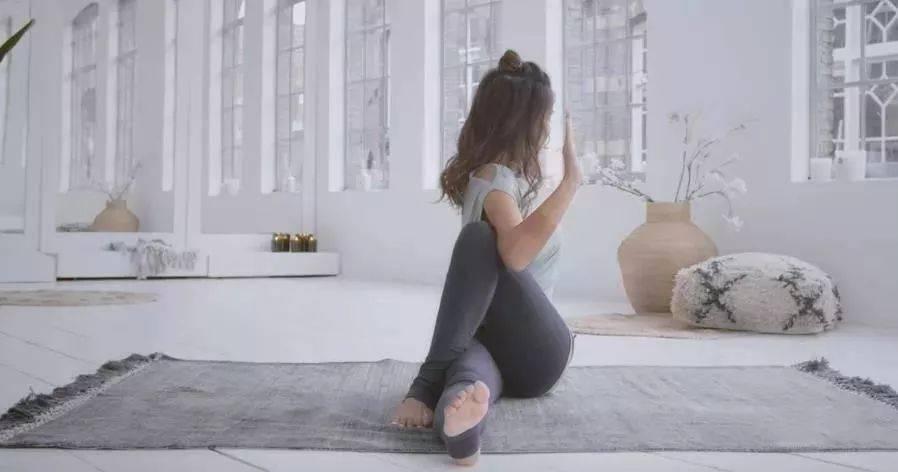初学瑜伽,这套简单的阴瑜伽最适合了! 减肥窍门 第7张