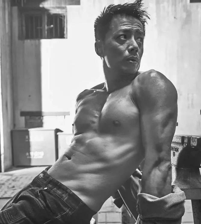 有一种帅叫段奕宏,荷尔蒙爆表的他有几个人顶得住? 动作教学 第10张