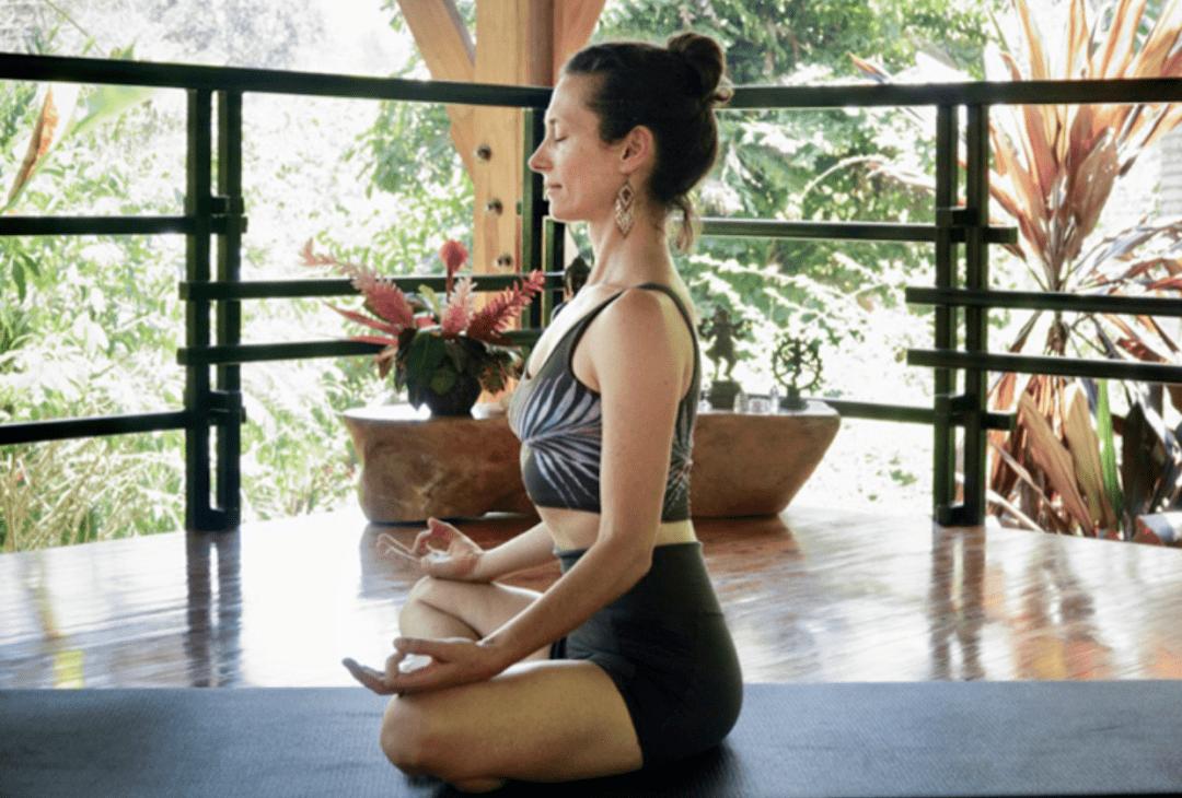 常练这8个瑜伽体式,灵活脊柱,让身体年轻10岁! 初级健身 第2张