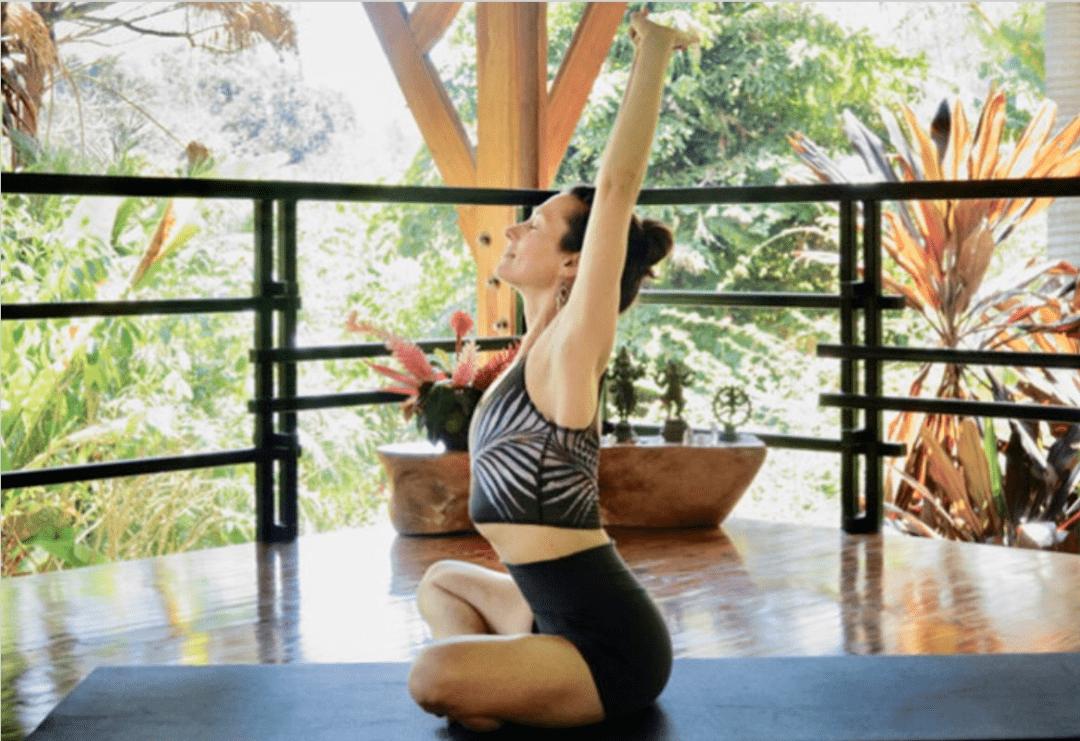 常练这8个瑜伽体式,灵活脊柱,让身体年轻10岁! 初级健身 第3张