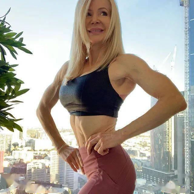 她48岁开始健身,64岁时身材如20岁少女,撸铁16年! 中级健身 第14张
