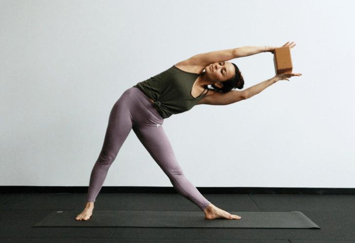 练瑜伽,没感觉?12个常见瑜伽体式,这样练超级有感觉! 减肥窍门 第10张