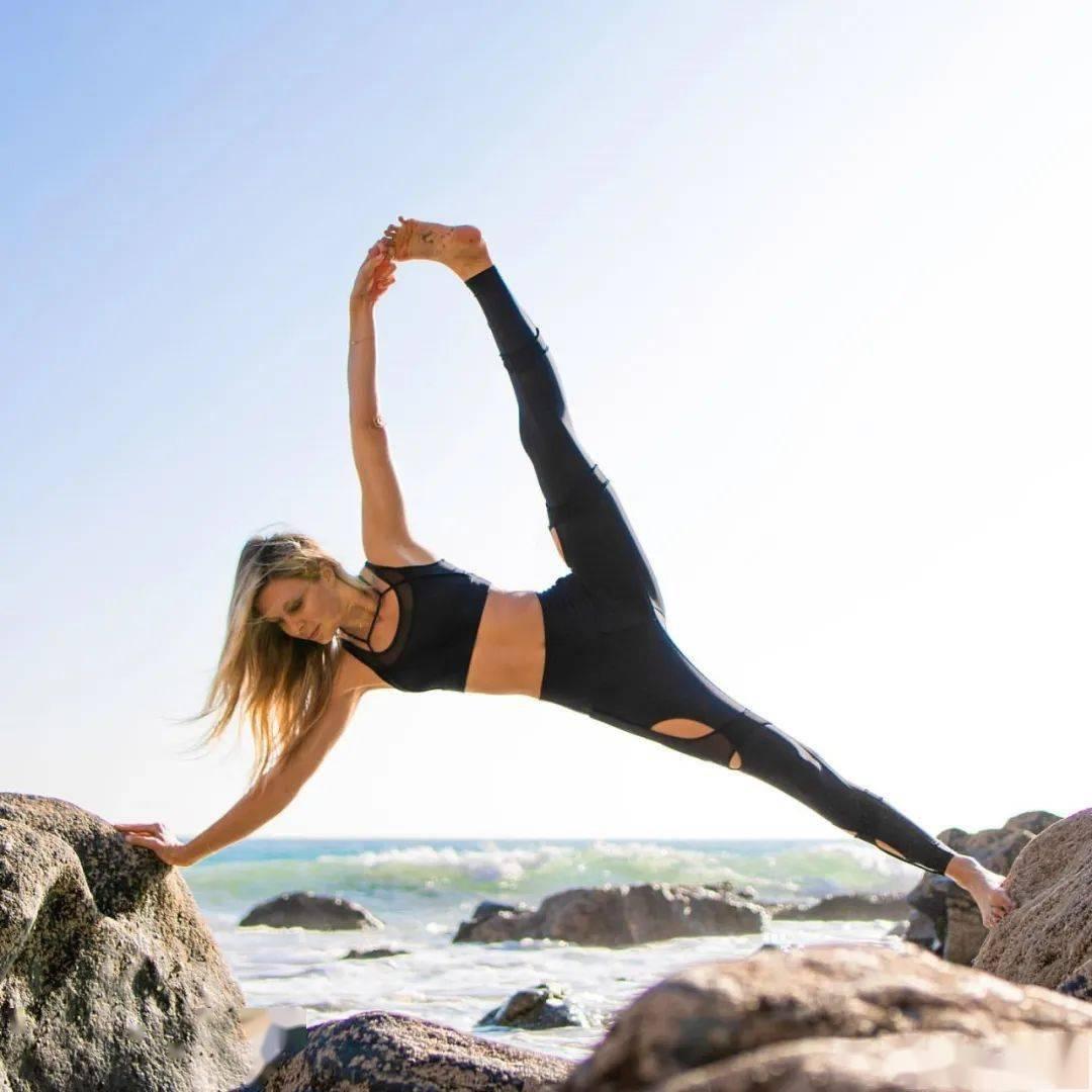 瑜伽开肩&加强肩部力量,2套动作帮你一次搞定!_双手 高级健身 第3张