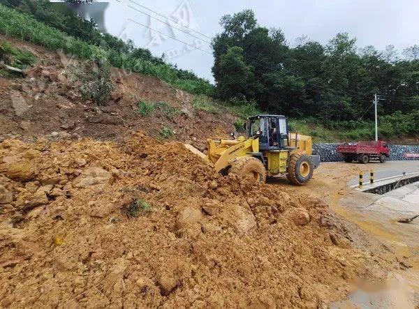 巴东连降暴雨,省道水布垭至金果坪段受灾严重