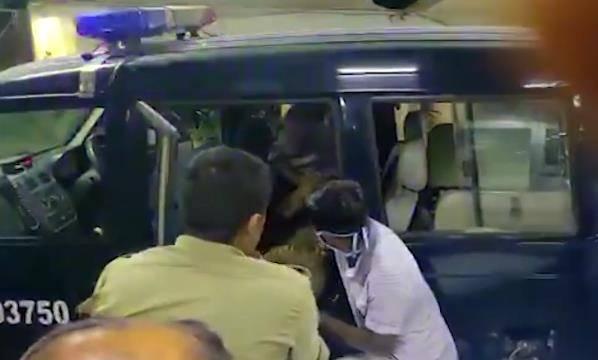 印度警察部队追捕时遭伏击致8死6伤 罪犯全部逃跑