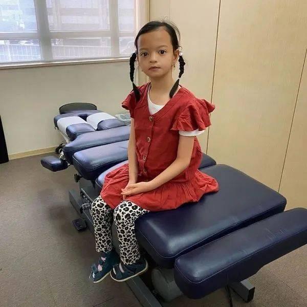 【生命斗士】锺丽淇大女患罕见病致脊柱侧弯 小斗士锻炼肌肉不向命运低头