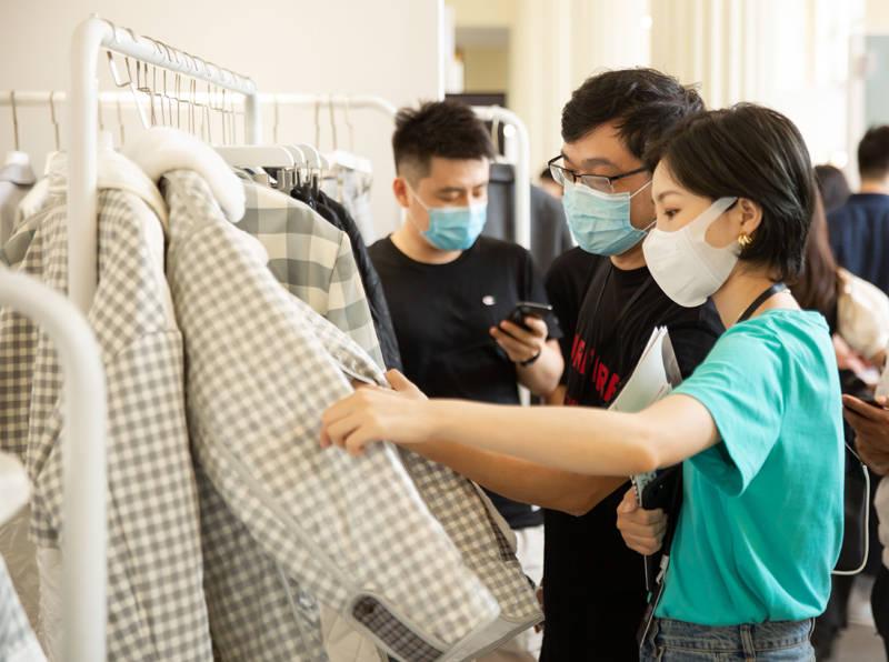 """品牌@时装市场并非只有坏消息:设计品牌迎来""""报复性""""订货,"""