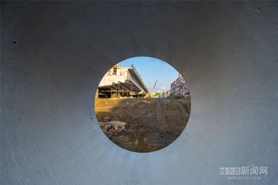 加紧建设!哈东跨线桥最新进展航拍来了