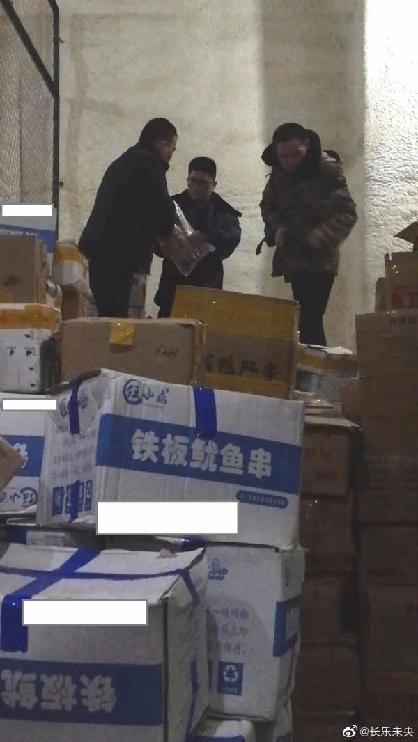 日期|鸡排、白肚、 鱿鱼等...7万件过期食品流入西安涉嫌变更日期再售 市场监管公安开展调查