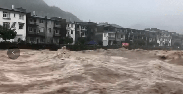 """武夷山遭遇疯狂""""泼水""""!许多地区被洪水淹没。"""