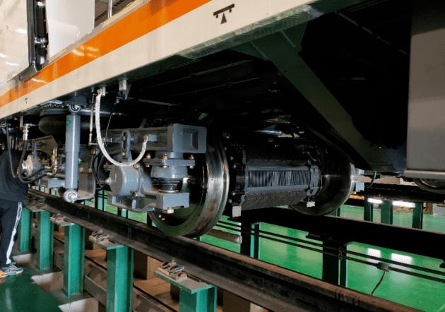 我国首列永磁直驱地铁列车碳化硅(SiC)变流器技术