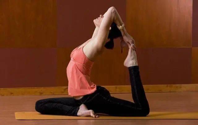想拥有凹凸有致的好身材?瑜伽鸽子式千万不能错过!
