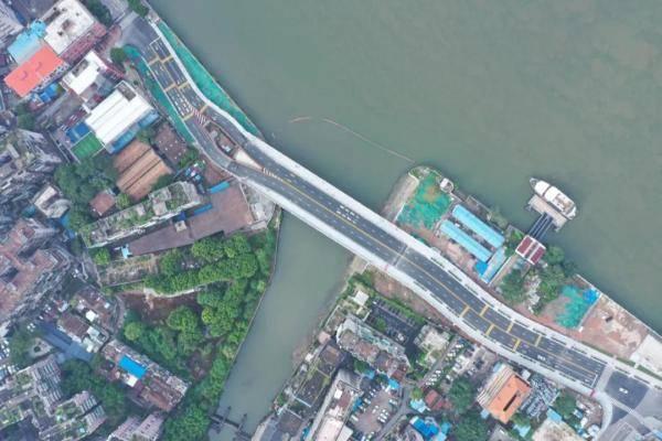 海珠桥通车_广州海珠涌大桥中央的钉子户:目前仍有人居住_房子