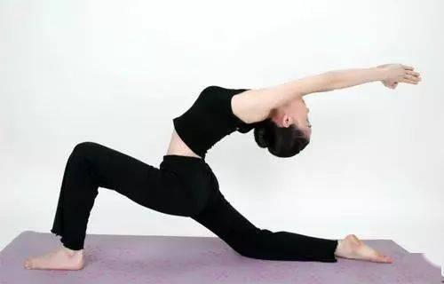 1分钟午休减肥瑜伽,既减肥又去疲劳!