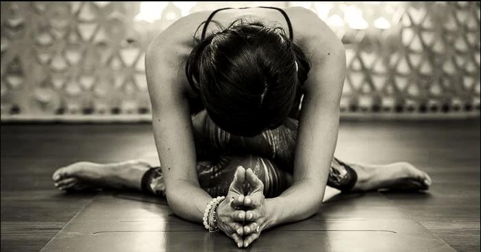 """练瑜伽,""""闭髋""""的动作有哪些?_脊柱"""