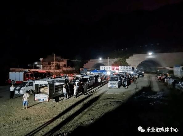 广西乐业隧道塌方9名工人被困最小24岁,暂未发现生命迹象