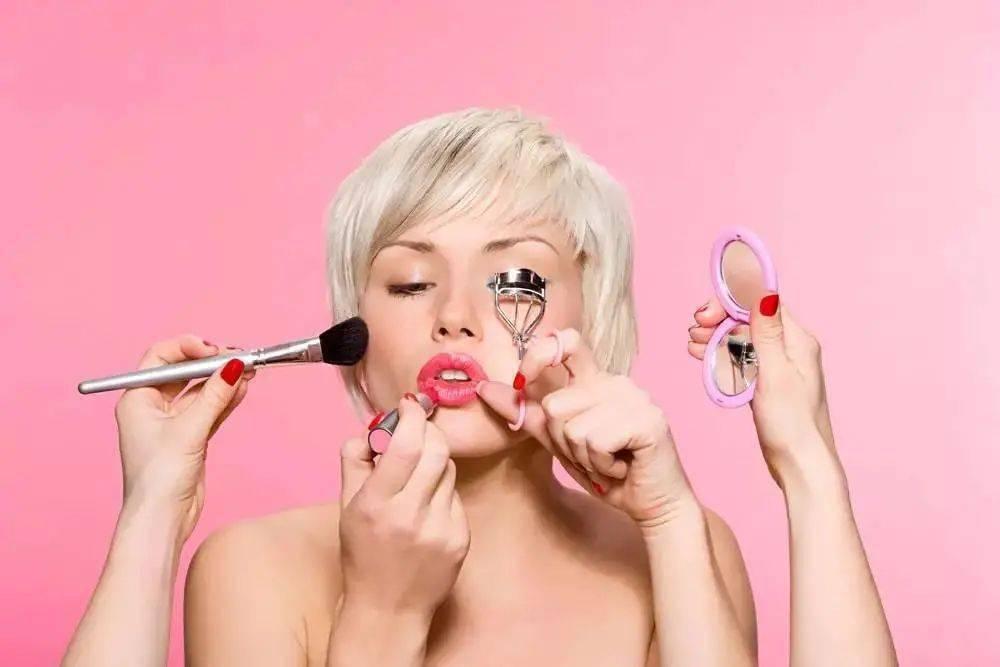 化妆也是一门学问,合适的妆容会让你事半功倍哦~