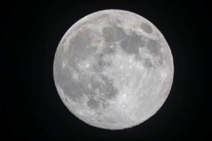 """今年中秋又是""""十五的月亮十六圆"""","""
